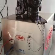 Hier sehen Sie eine Sonderladestation unseres Kunden JSP Safety GmbH mit zwanzig USB-Ladeports und einer Kantenlänge von 350mm für deren Messeauftritte.