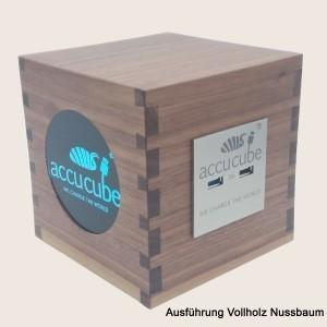 Cube Ausführung Vollholz Nussbaum