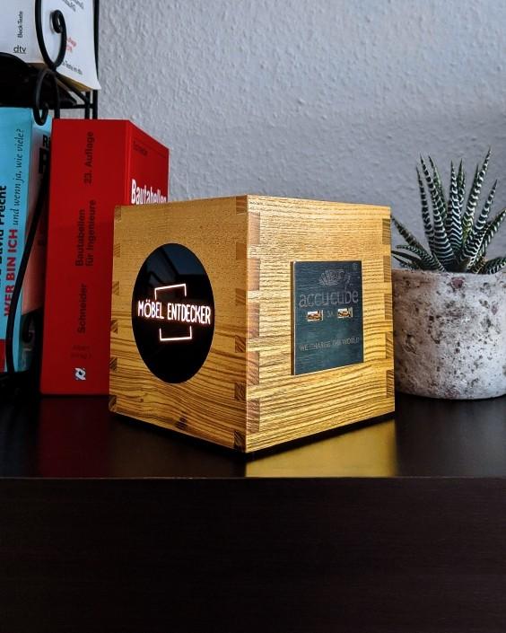 Vollholz Cube mit 4 USB Lade Ports Möbel Entdecker